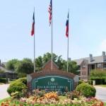 Oaks Hackberry Creek Apartment Entrance